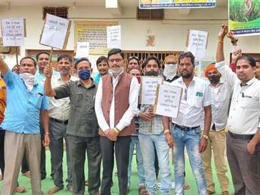 सहकारी समिति की हड़ताल जारी, चंद्रशेखर ने दिया समर्थन