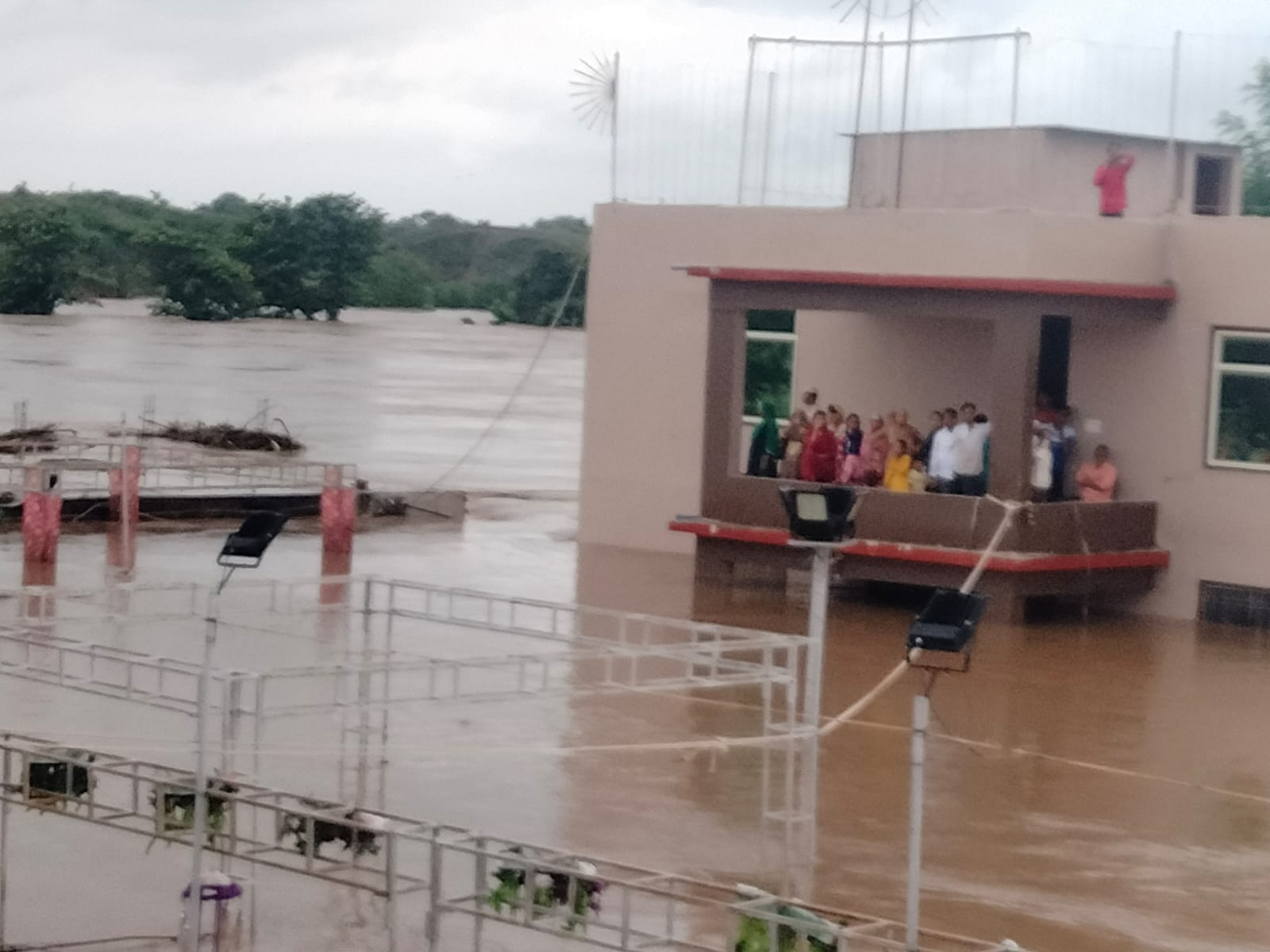 Heavy Rain in Sheopur: श्याेपुर-विजयपुर पानी-पानी, पूजा करने निकला युवक पानी में डूबा, माैत