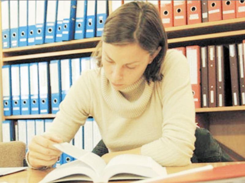 Gwalior Education News: आनलाइन क्लास ने बढ़ाई इंग्लिश मीडियम विद्यार्थियों की परेशानी, नहीं मिलती पठन सामग्री