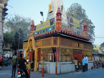 Shravan somvaar 2021: मंदिराें में गूंजा-बम-बम भाेले, अचलेश्वर मंदिर पर गर्भ गृह में पहुंचकर भक्ताें ने किए भाेलेनाथ के दर्शन