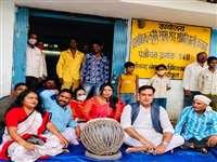 Protest For Shortage Fertilizer: खाद की कमी को लेकर रायपुर में बजाया नंगाडा