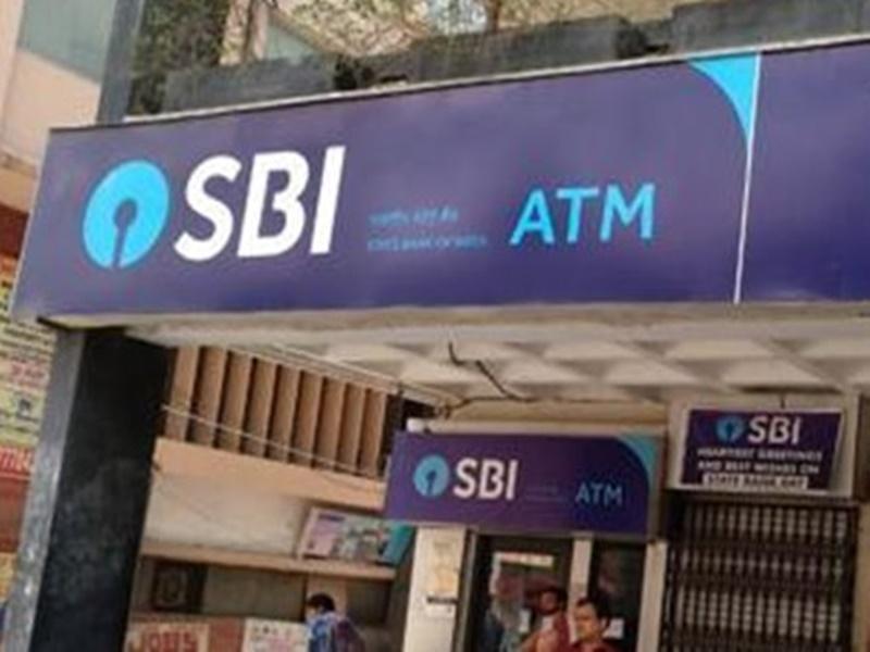 SBI ने ग्राहकों को किया अलर्ट, ATM फ्रॉड से बचाने के लिए शुरू की यह खास सर्विस