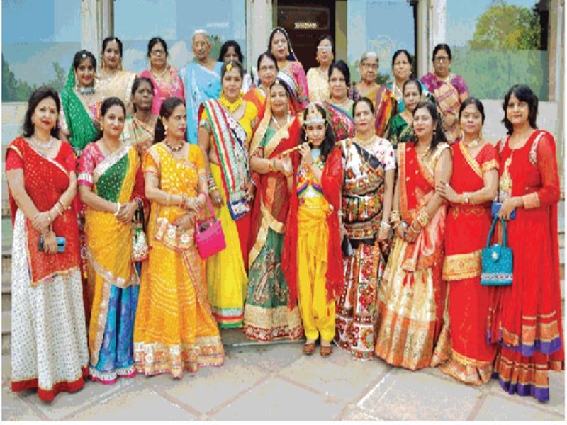 Janmastmi2021: मां यशोदा और देवकी बन महिलाओं ने कान्हा को पालने में झुलाया
