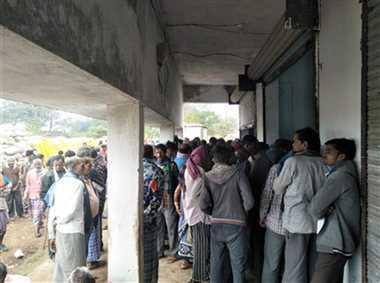बालोद में नियमों में उलझन के कारण बढ़ रही किसानों की भीड़