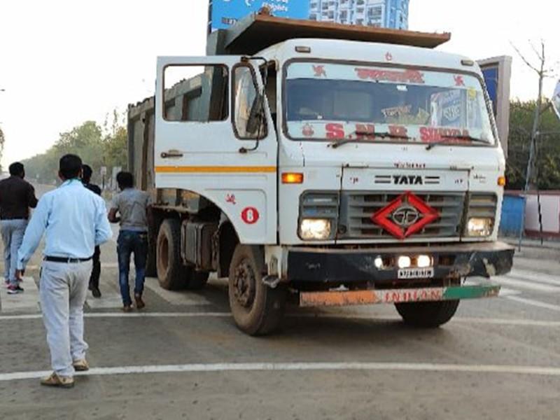 Jabalpur News: सड़क पर मिट्टी गिराने वाले हाइवा—डंफर पर ठोका 20—20 हजार का जुर्माना