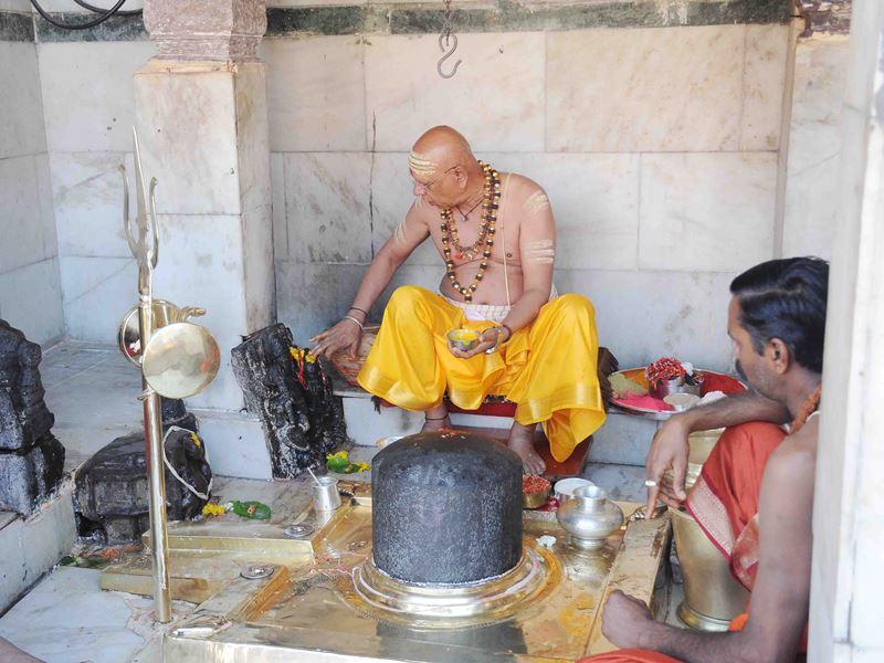 Shivnavratri in Ujjain: उज्जैन में जूना महाकाल को लगाया केसर चंदन का उबटन