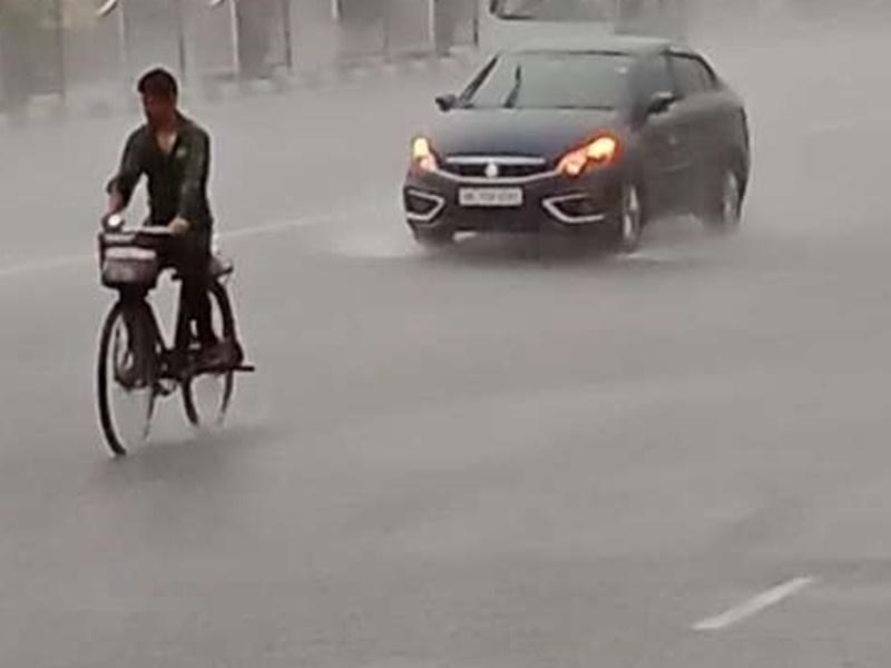 दिल्ली-एनसीआर में मौसम बदला, नोएडा और गाजियाबाद में बारिश शुरू, रविवार को भी बारिश का अनुमान