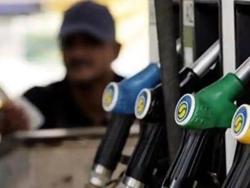 GST के दायरे में आ सकती है Gas, पेट्रोल और डीजल पर अभी फैसला मुश्किल