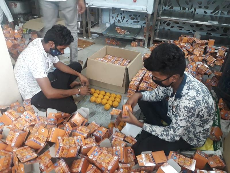 Ayodhya Ram Mandir : राम मंदिर भूमि पूजन के लिए इंदौर में बन रहे 5 लाख लड्डू, देखें वीडियो