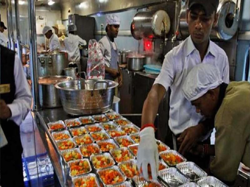 Indian Railway News: रेल यात्रियों के लिए अच्छी खबर, अब सफर में मिलेगा ताजा खाना