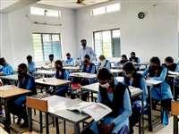 16 माह बाद खुले स्कूल, छात्र-छात्राओं में दिखा उत्साह