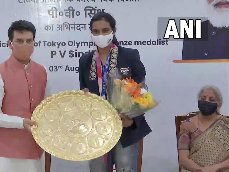 ओलंपिक पदक विजेता पीवी सिंधु का देश पहुंचने पर जोरदार स्वागत, केन्द्रीय मंत्रियों ने किया अभिनंदन