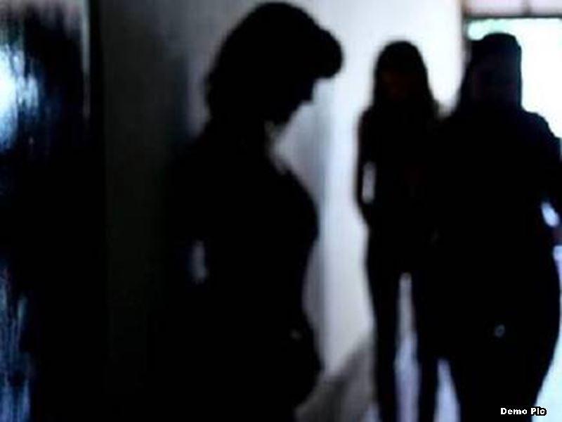 लड़कियों को बांग्लादेश बॉर्डर पर गोली मारने की धमकी देते थे दलाल