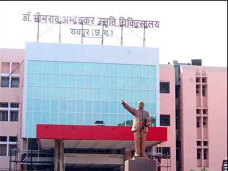 Raipur News : नासूर बन चुके घावों को भी ठीक कर रही आम्बेडकर अस्पताल का स्टेम सेल इकाई