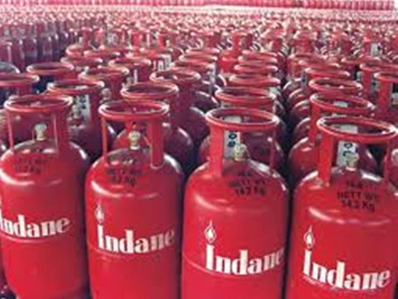LPG Cylinder Prices : रसोई गैस के दाम में बढ़ोतरी, अब सिलेंडर के लिए चुकाना होंगे इतने रुपए