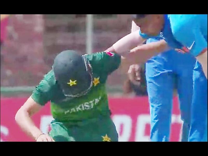 India vs Pakistan U19 World Cup Semifinals: जब तेज बाउंसर लगने से गिर पड़ा पाकिस्तानी बल्लेबाज, भारतीय खिलाड़ी दौड़े मदद को