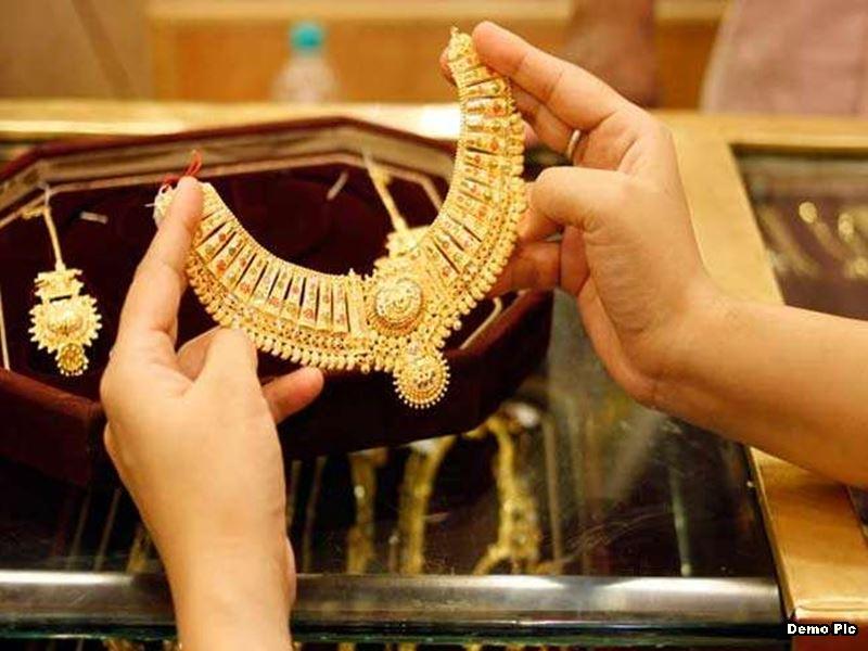Gold Silver Rate Indore: इंदौर में सोना 47 हजार के नीचे, चांदी में सुधार