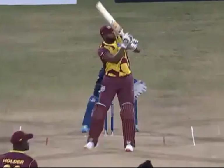 Video: हैट्रिक बनाने वाले श्रीलंकाई गेंदबाज को Kieron Pollard ने लगाए 6 गेंद पर 6 छक्के