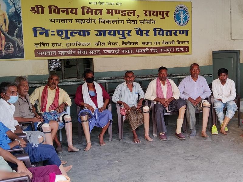 Social Work: महावीर जन्मकल्याणक महोत्सव पर 18 दिव्यांगों को लगाया जयपुर पैर