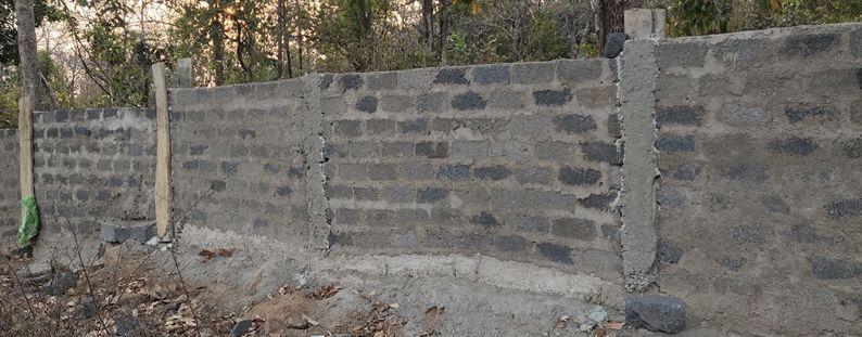 Bastar News : जंगल बचाने बनाई जा रही दीवार की गुणवत्ता पर सवाल