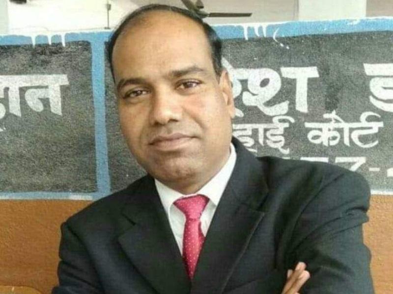 Coronavirus Ratlam News: मेडिकल कालेज में बेड नहीं मिला, बाइक पर हो गई वकील की मौत