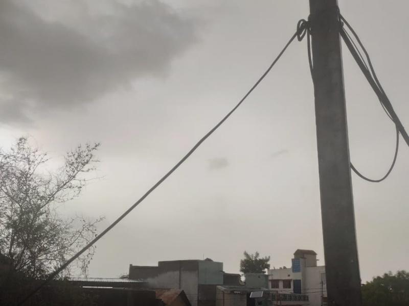 पश्चिमी राजस्थान में मौसम ने ली करवट, आंधी के साथ बारिश और ओलावृष्टि, तापमान में गिरावट