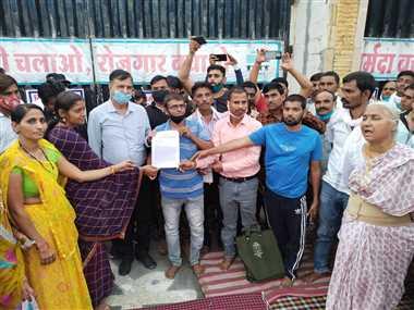 मिल मजदूरों को रोजगार दें, वीआरएस का प्रलोभन नहीं!