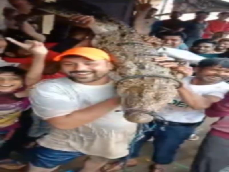 Crocodiles in Gwalior Shivpuri: नदी के पानी में बहकर आए मगरमच्छ, युवा जान खतरे में डालकर ले रहे सेल्फी, ये लापरवाही भारी न पड़ जाए