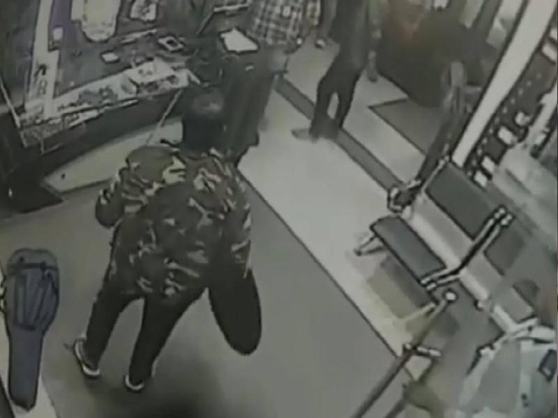 Chennai: तलवार लेकर टीवी चैनल के दफ्तर में घुसा शख्स, जमकर की तोड़फोड़, देखें वीडियो