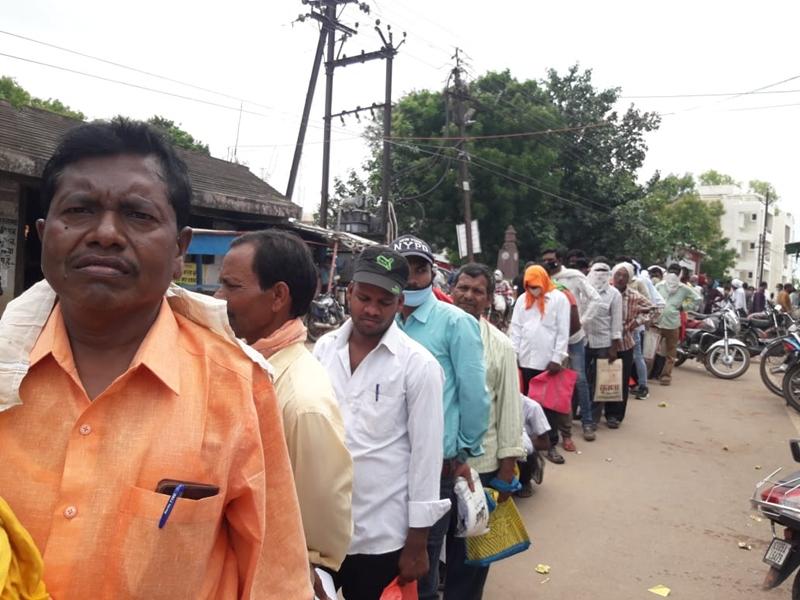 Chit fund News In Dhamtari: चिटफंड में फंसे रुपये वापस पाने को धमतरी में आवेदन जमा करने लगी कतार