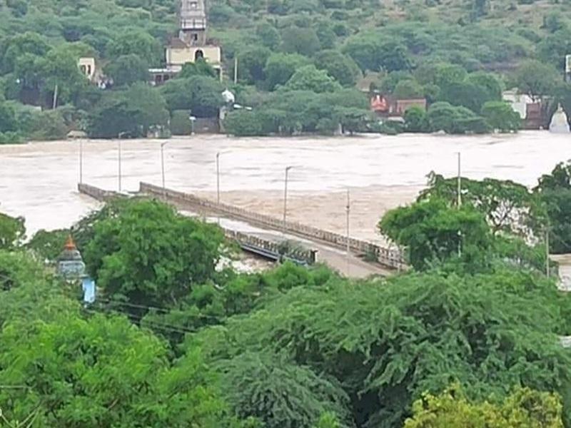 Flood in Madhya Pradesh: मध्य प्रदेश में बाढ़ से बिगड़े हालात, 1,281 गांव डूबे, 6,220 व्यक्तियों को बचाया
