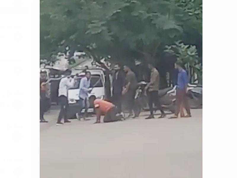 Video Assault Incident In Raipur: रायपुर एम्स के बाहर गेट 2 पर मारपीट की घटना का वीडियो वायरल