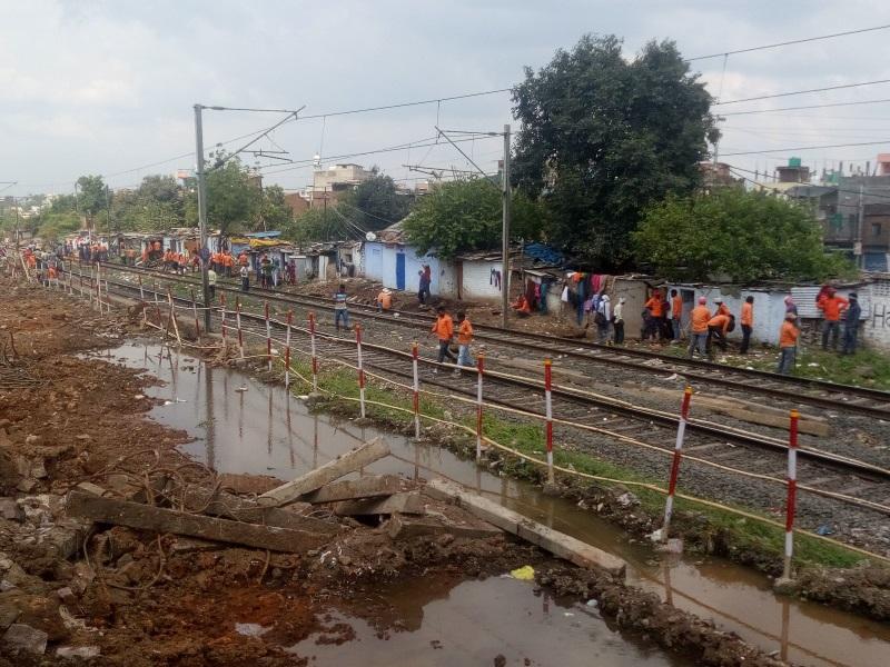 Railway News: गैंगमैन ही नहीं, मूसलधार बारिश में अब एसएसई भी करेंगे ट्रैक की निगरानी