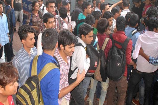 आलेख : रोजगार के मोर्चे पर बढ़ती चिंताएं - डॉ. जयंतीलाल भंडारी