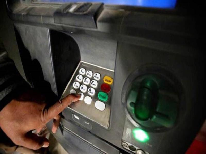 ATM में छेड़छाड़ कर डेढ़ करोड़ की ठगी, एक माह बाद भी पुलिस नहीं जुटा सकी सुराग