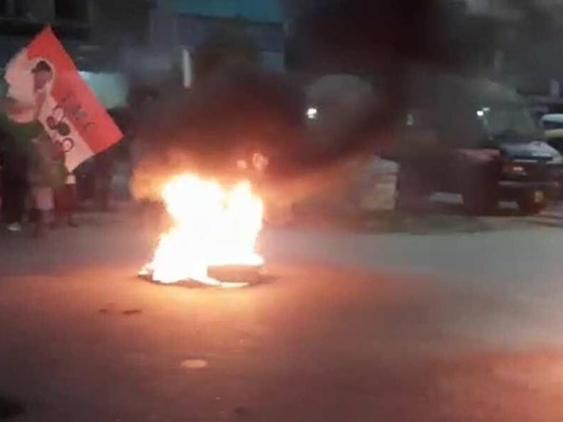 TMC का चुनावी टिकट नहीं मिलने पर आक्रोशित समर्थकों ने की तोड़फोड़, सड़क जाम