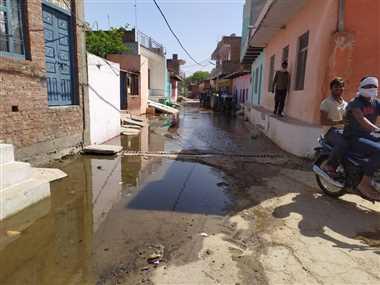 भिंडः नाले-नालियों की सफाई की ओर ध्यान नहीं, सड़कों पर जलभराव