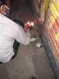 कोरोना कर्फ्यू का उल्लंघन करने पर आधा दर्जन दुकानों को किया गया सील