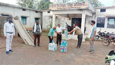 नैनपुर, नारायणगंज,मंडला, बीजाडांडी में संकुल स्तर पर भाप मशीन, ऑक्सीमीटर, थर्मामीटर उपलब्ध