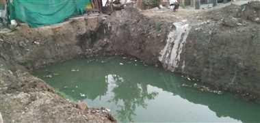ब्राडगेज निर्माण के लिए खोदे गहरे गड्ढों में भरा पानी, हादसा की आशंका