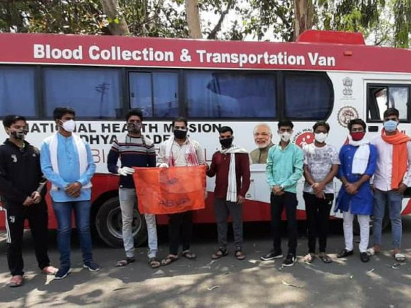 Jabalpur News: युवाओं ने कहा रक्त की नहीं होने देंगे कमी, टीकाकरण से पहले किया रक्तदान