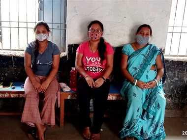 सुहेला क्षेत्र में टीका लगवाने को तहसीलदार ने किया जागरूक