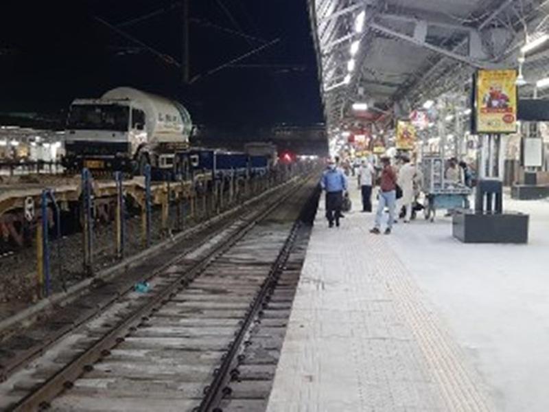 Jabalpur News: जबलपुर के लिए एक टैंकर लेकर आज आई आक्सीजन एक्सप्रेस