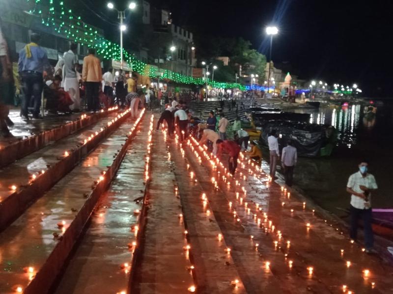 Ram Mandir Bhoomi Pujan : दीपकों की रोशनी से नहाई धर्मनगरी चित्रकूट, राममय हुआ कण-कण