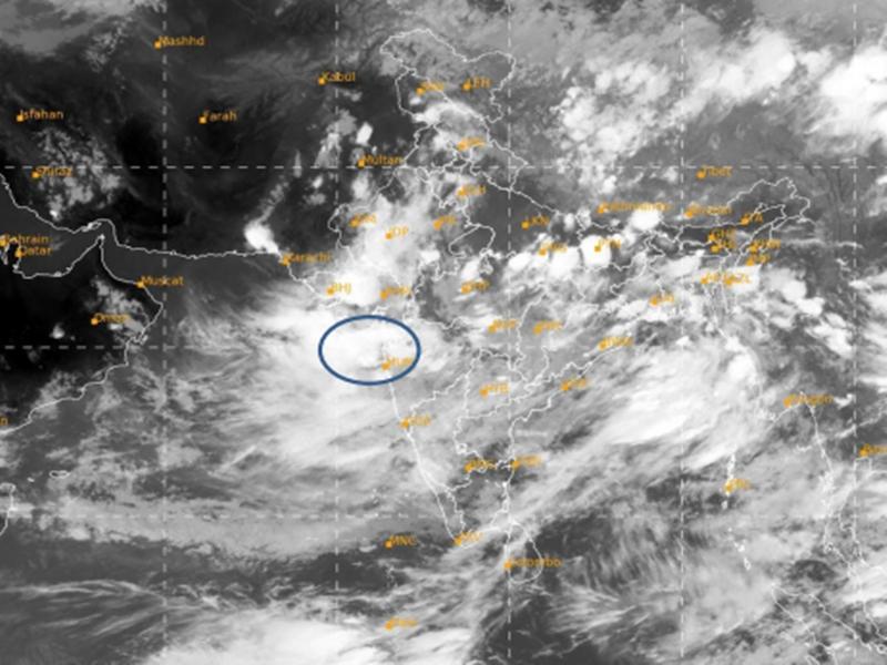 Mumbai Rain Update : मुंबई में फिर भारी बारिश, CM उद्धव ने BMC को किया 'हाई अलर्ट'