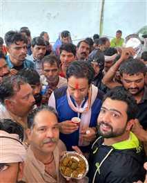मुआवजा व बिजली बिलों को लेकर जयवर्द्धन सिंह ने निकाली पदयात्रा