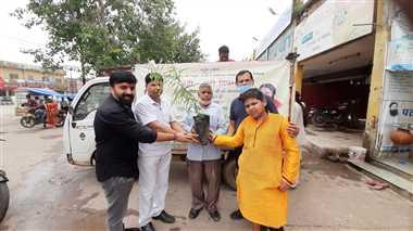 जड़ी बूटी दिवस पर बांटे गए पांच हजार औषधीय पौधे