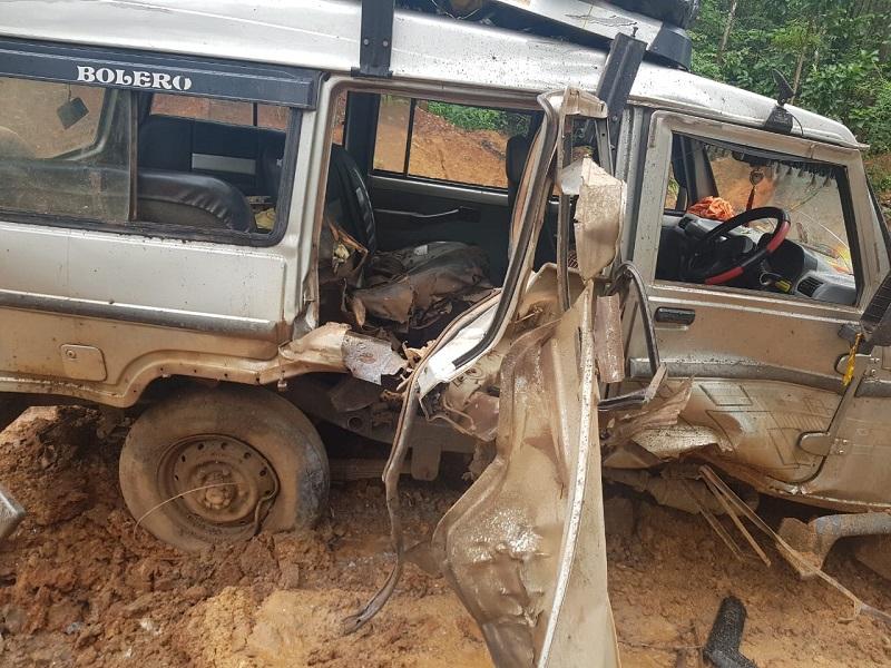 IED Bomb Planted by Naxli In Chhattisgarh: नक्सलियों ने ब्लास्ट कर उड़ाई आम नागरिकों की बोलेरो, एक की मौत, पांच घायल