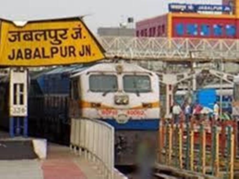 Jabalpur Railway News: प्लेटफार्म और ट्रेन में मिले भटके नाबालिग, स्वजन तक पहुंचाया
