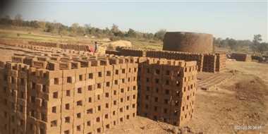 सरकारी जमीन पर लगा ईंट भट्टा बना ग्रामीणों की परेशानी का सबब